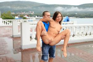 Голая Евгения на набережной - фото #48
