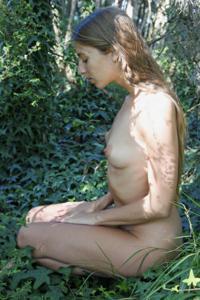 Худые девушки на природе - фото #2