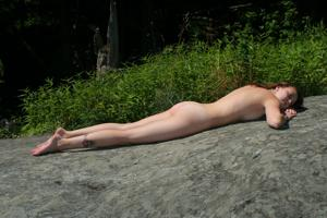 Худые девушки на природе - фото #23