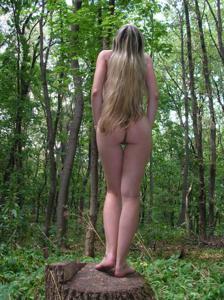 Худые девушки на природе - фото #3