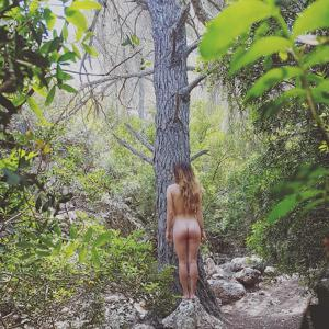 Худые девушки на природе - фото #4
