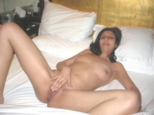 Арабская киска с обвисшей грудью - фото #32