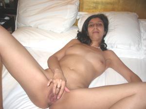 Арабская киска с обвисшей грудью - фото #34