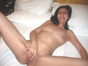 Арабская киска с обвисшей грудью - фото #35