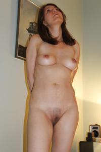 Голая женщина со стоячими сосками - фото #10