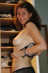 Голая женщина со стоячими сосками - фото #14