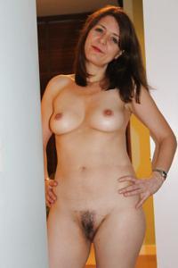 Голая женщина со стоячими сосками - фото #23