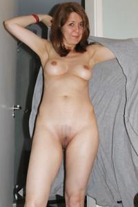 Голая женщина со стоячими сосками - фото #27