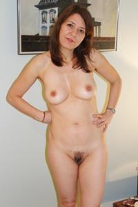 Голая женщина со стоячими сосками - фото #3