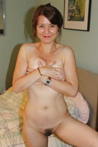 Голая женщина со стоячими сосками - фото #32