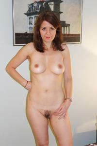 Голая женщина со стоячими сосками - фото #34