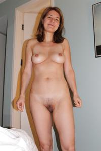 Голая женщина со стоячими сосками - фото #36