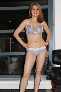 Голая женщина со стоячими сосками - фото #37