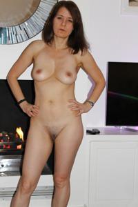 Голая женщина со стоячими сосками - фото #38