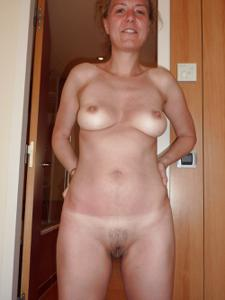 Голая женщина со стоячими сосками - фото #44