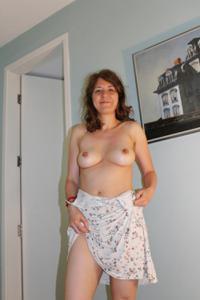 Голая женщина со стоячими сосками - фото #45