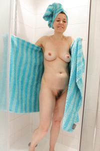 Голая женщина со стоячими сосками - фото #6