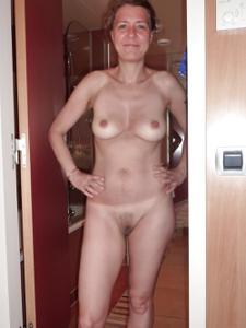 Голая женщина со стоячими сосками - фото #8