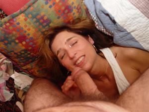 Красивая милфа тащится от спермы на лице - фото #22