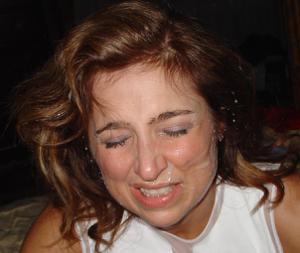 Красивая милфа тащится от спермы на лице - фото #26