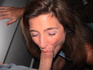 Красивая милфа тащится от спермы на лице - фото #8