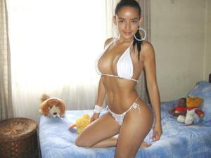 Эротичная не голая брюнетка - фото #2