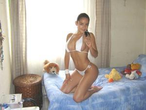 Эротичная не голая брюнетка - фото #6