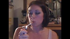 Элизабет любит курить - фото #31