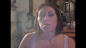 Элизабет любит курить - фото #32