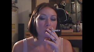 Элизабет любит курить - фото #35