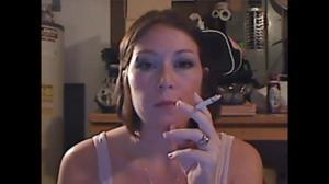 Элизабет любит курить - фото #39