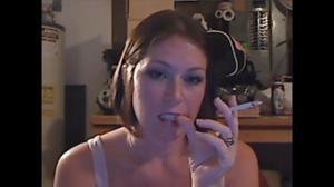 Элизабет любит курить - фото #41