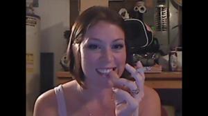Элизабет любит курить - фото #42