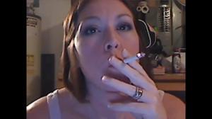Элизабет любит курить - фото #43