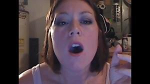 Элизабет любит курить - фото #44