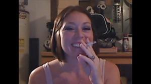 Элизабет любит курить - фото #46