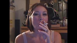 Элизабет любит курить - фото #47