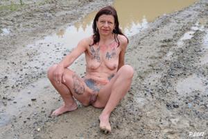 Петра купается в грязи - фото #3