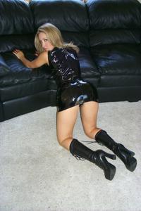 Знатная блондинка сняла трусики - фото #11