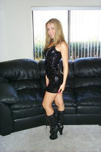 Знатная блондинка сняла трусики - фото #15