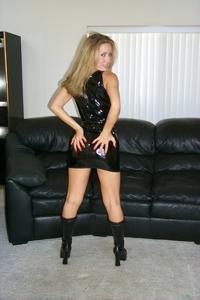 Знатная блондинка сняла трусики - фото #16