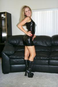 Знатная блондинка сняла трусики - фото #19