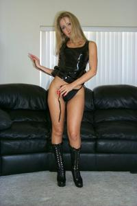Знатная блондинка сняла трусики - фото #23