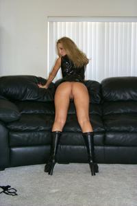 Знатная блондинка сняла трусики - фото #29