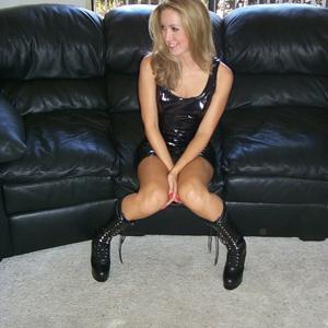 Знатная блондинка сняла трусики - фото #8