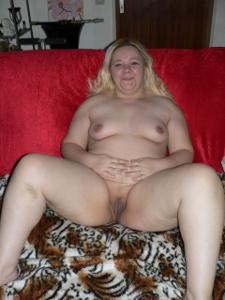 Бритая пизда толстушки - фото #4