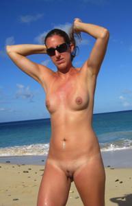 Абсолютно голые женщины на пляже - фото #7