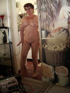 Старушка Мари дома на расслабоне - фото #16
