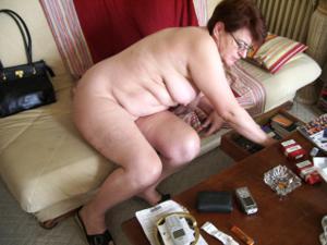 Старушка Мари дома на расслабоне - фото #6