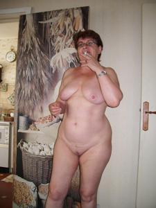 Старушка Мари дома на расслабоне - фото #9